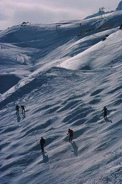 Slim Aarons, Skiers In St. Moritz III (Estate Edition)