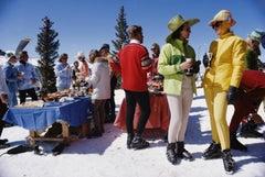 Snowmass Gathering, 1968 - Slim Aarons, 20th Century, Winter scene, Cocktails