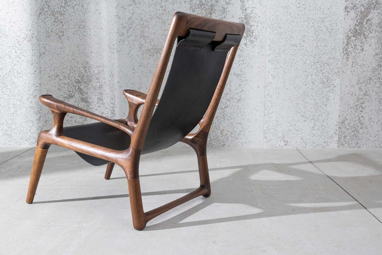 American Sling Chair with Leather, Arms Connected, Lounge Armchair Walnut + Black Leather For Sale