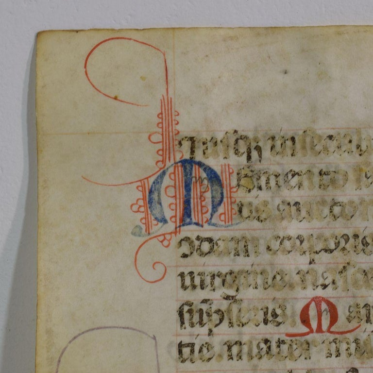 Small 15th Century Illuminated Vellum Book Page, Handwriting In Good Condition In Amsterdam, NL