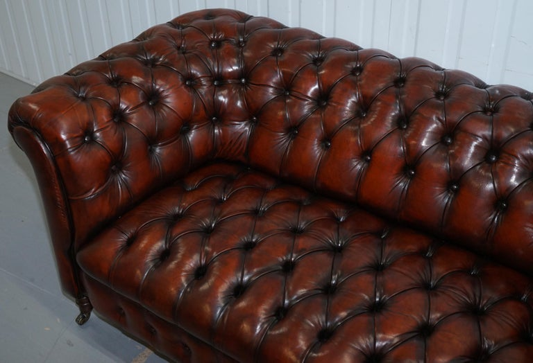 Small Restored Chesterfield Victorian Whisky Brown Leather Sofa In Good Condition For Sale In London, GB
