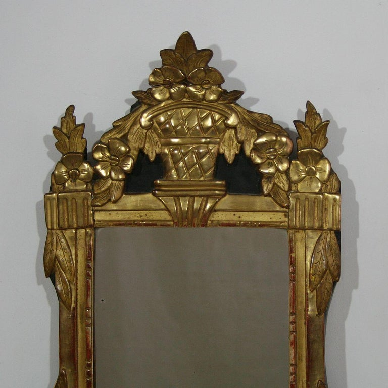 Small 18th Century French Louis XVI Giltwood Mirror In Good Condition For Sale In Amsterdam, NL