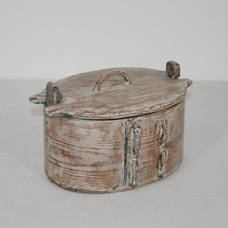 Hand-Crafted Small 18th Century Swedish Folk Art Bentwood Box For Sale