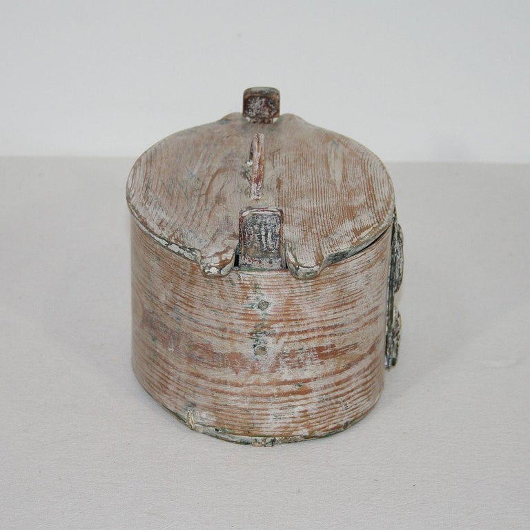Small 18th Century Swedish Folk Art Bentwood Box In Good Condition For Sale In Amsterdam, NL