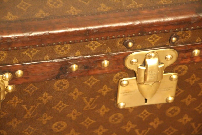 Small 1920s Louis Vuitton Monogram Steamer Trunk For Sale 2