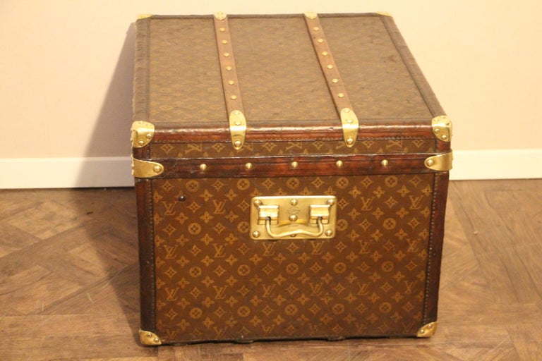 Small 1920s Louis Vuitton Monogram Steamer Trunk For Sale 3