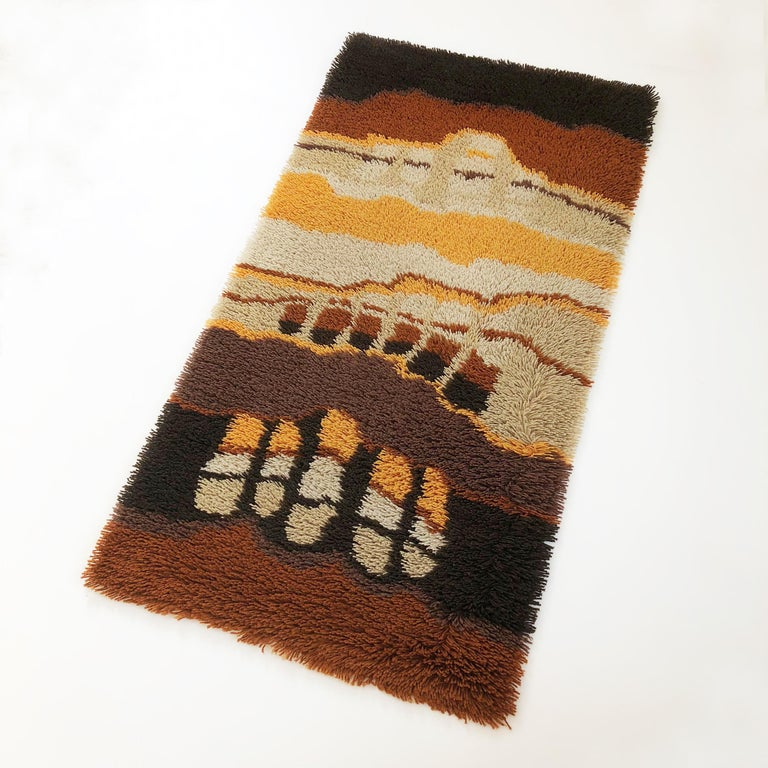 Article:  Original rya rug high pile.   Decade:  1970s   Origin:  Netherlands   Producer:  Desso    Description:  This rug is a great example of 1970s pop art interior. Made in high quality rya handmade weaving technique. This
