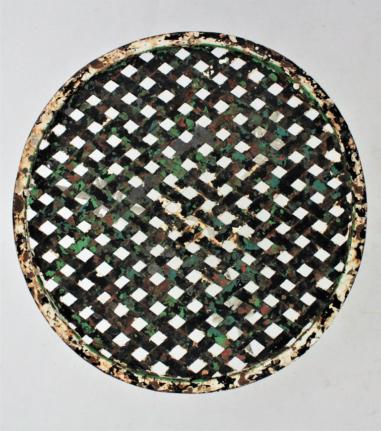 Small 19th Century French Three-Leg Terrace Lattice Iron Grid Round Drinks Table For Sale 6
