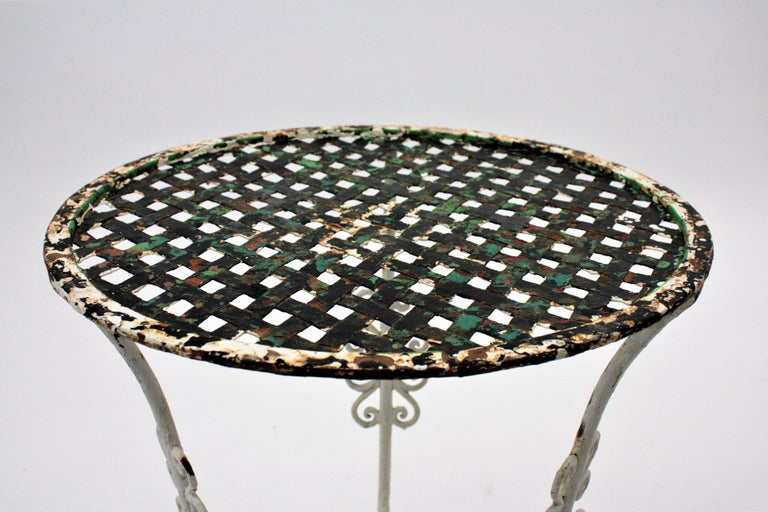 Small 19th Century French Three-Leg Terrace Lattice Iron Grid Round Drinks Table For Sale 7