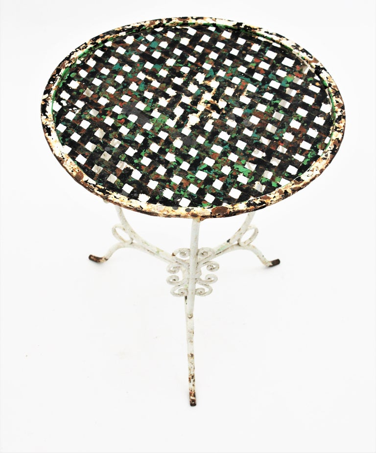 Hammered Small 19th Century French Three-Leg Terrace Lattice Iron Grid Round Drinks Table For Sale