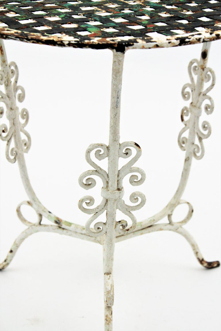 Small 19th Century French Three-Leg Terrace Lattice Iron Grid Round Drinks Table In Good Condition For Sale In Barcelona, ES
