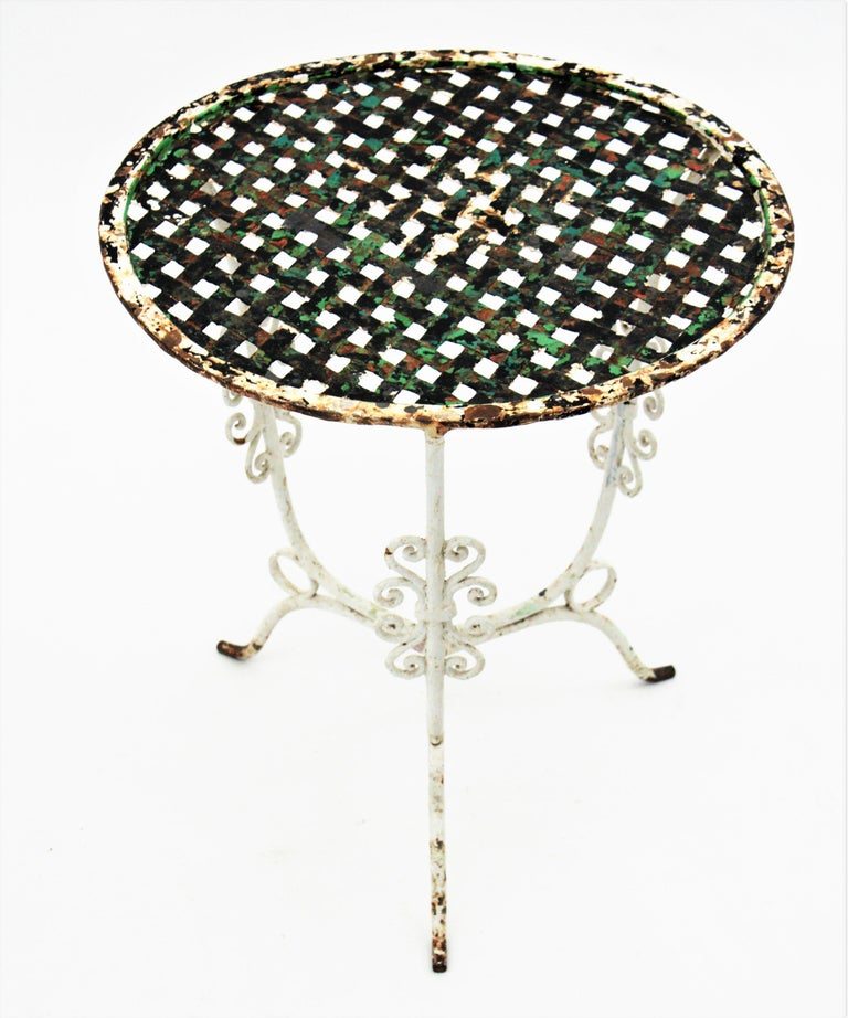 Small 19th Century French Three-Leg Terrace Lattice Iron Grid Round Drinks Table For Sale 1