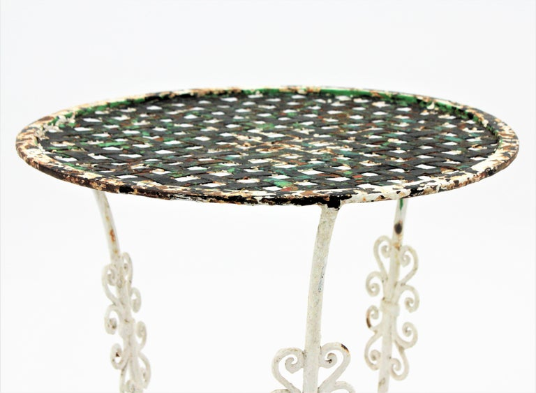 Small 19th Century French Three-Leg Terrace Lattice Iron Grid Round Drinks Table For Sale 2