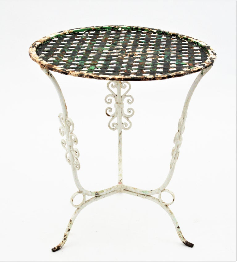 Small 19th Century French Three-Leg Terrace Lattice Iron Grid Round Drinks Table For Sale 3