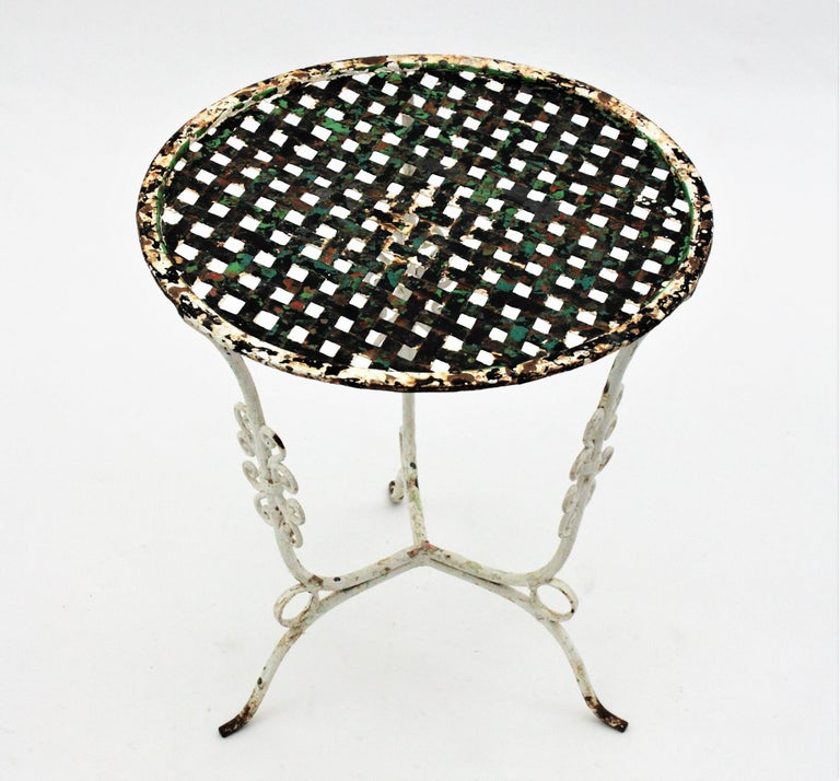 Small 19th Century French Three-Leg Terrace Lattice Iron Grid Round Drinks Table For Sale 4