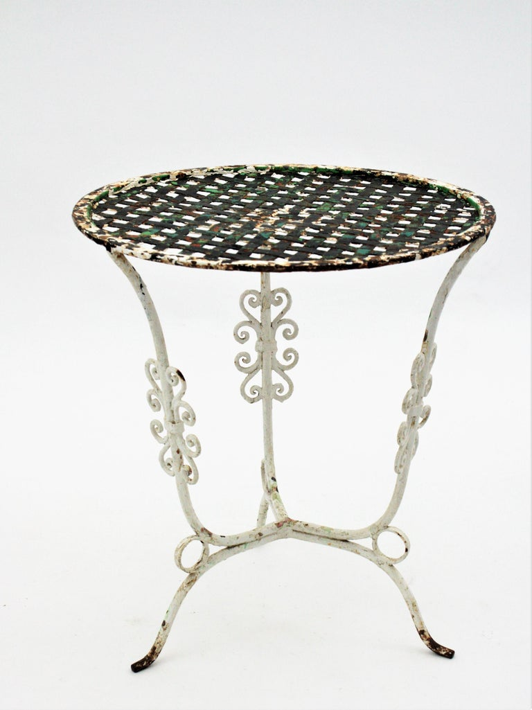 Small 19th Century French Three-Leg Terrace Lattice Iron Grid Round Drinks Table For Sale 5