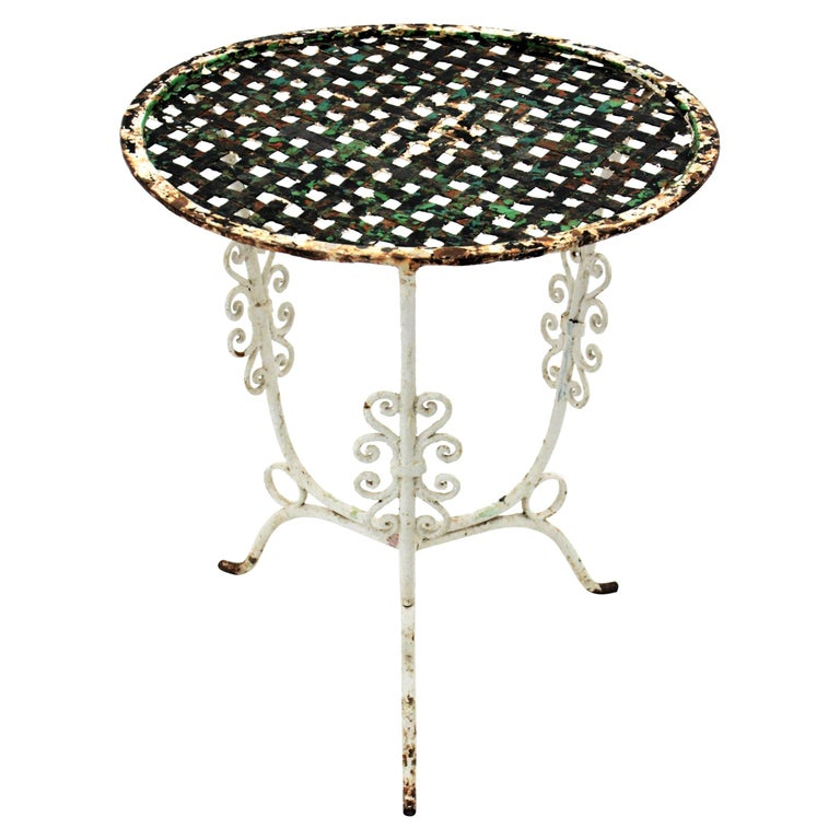 Small 19th Century French Three-Leg Terrace Lattice Iron Grid Round Drinks Table For Sale