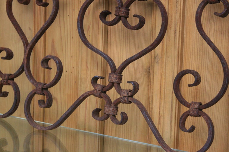 Small 19th Century Wrought Iron Window Grills or Grates, Set of 5 In Fair Condition For Sale In Dusseldorf, DE