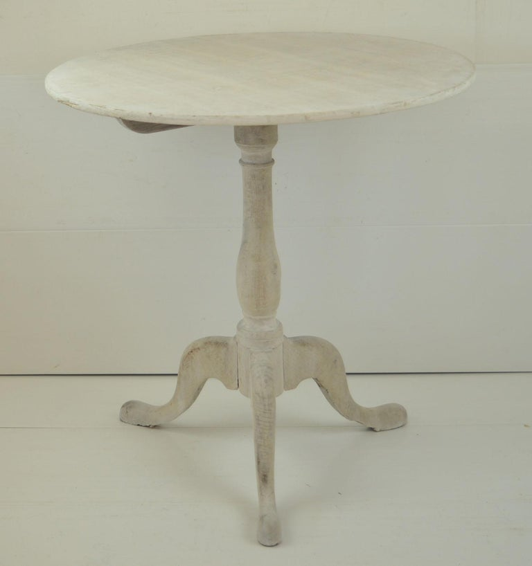 Small Antique Liked Oak Tripod Table, English, Early 19th Century For Sale 1