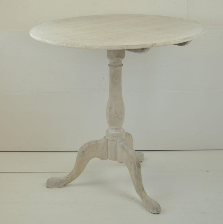 Small Antique Liked Oak Tripod Table, English, Early 19th Century For Sale 4