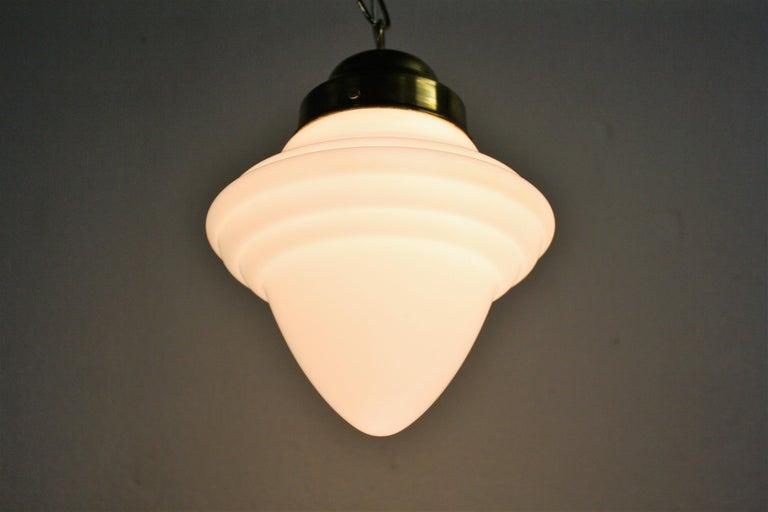 Small Art Deco Opaline Pendant Light, 1930s, France In Good Condition For Sale In Sint Joris Weert, BE