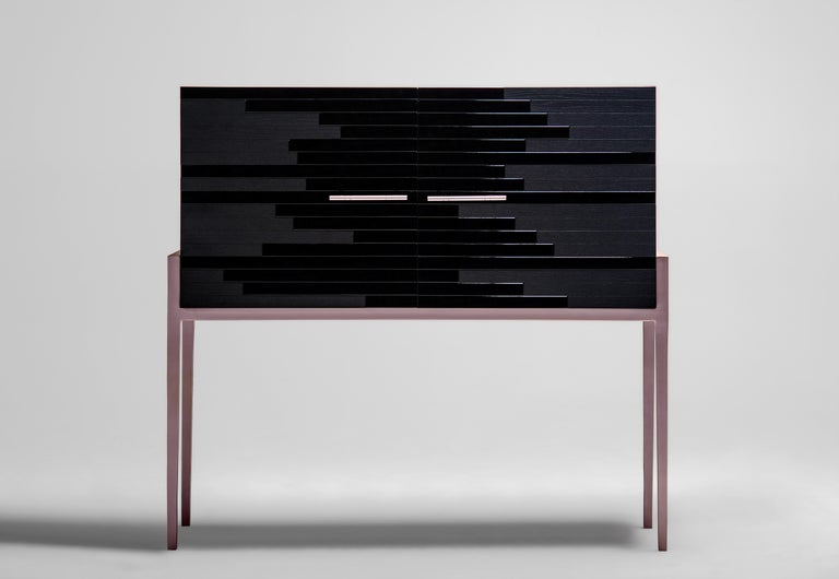 Vind is one of our 'social media hit' high-end furniture. Having had such a positivefeedback on social media so soon, this cabinet manages to make its presence known even though its design features are both elegant and composed. Its modern shape