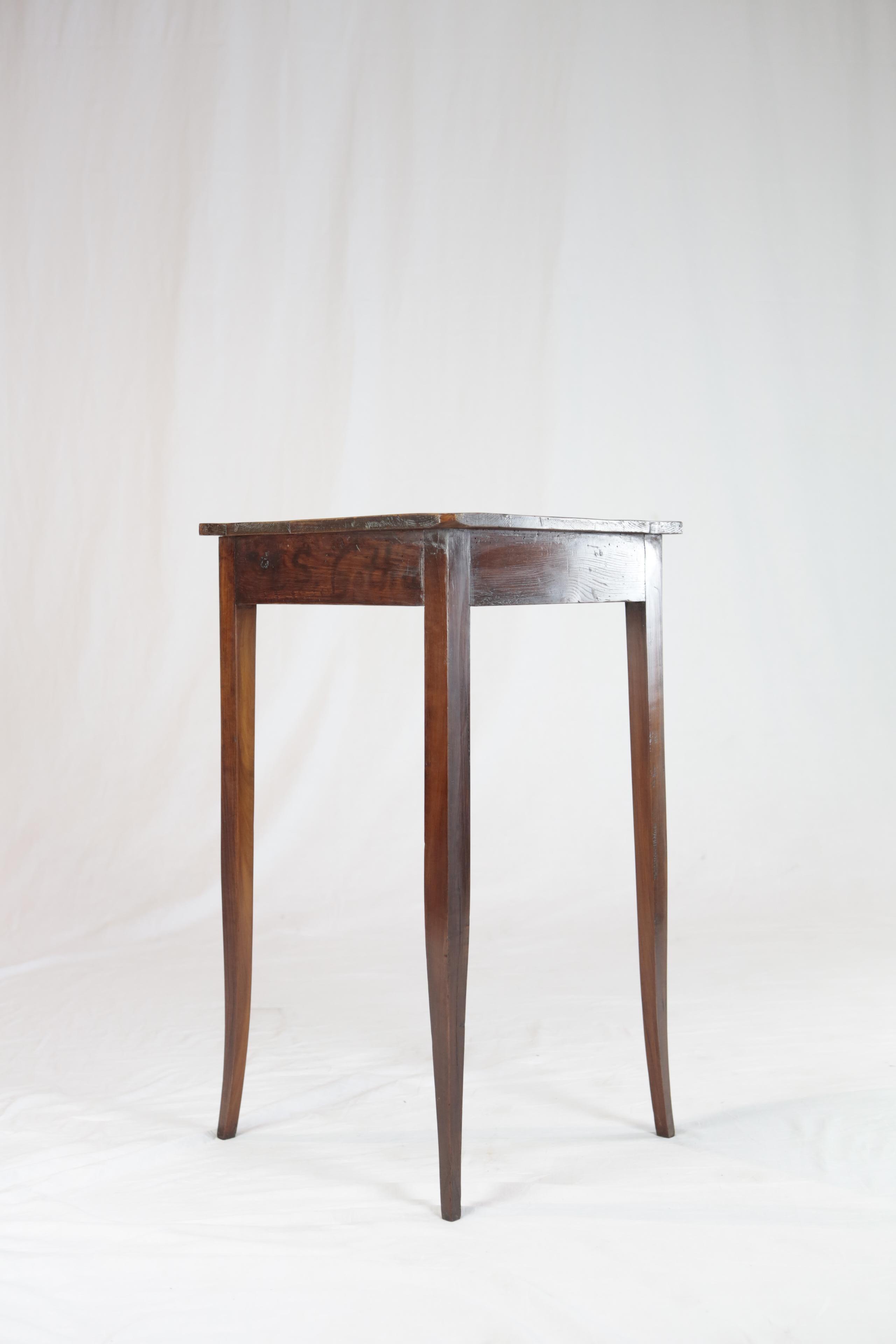 Superieur Small Biedermeier Corner Table, Mahogany Veneer, Germany, Circa 1820 1830  In Good