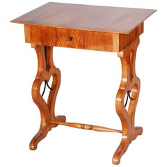 Small Brown Ash Biedermeier Side Table, Czechia Bohemia, 1830s, Shellac Polished