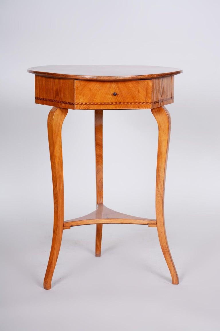 Biedermeier - Classicism small table. Period: 1780-1839 Material: Elm Source: Austria (Vienna) Shellac polished.