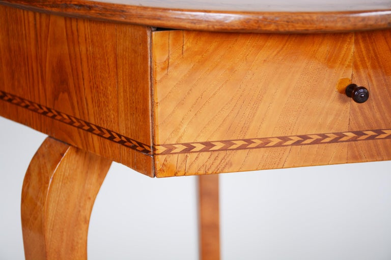 18th Century and Earlier Small Brown Elm Biedermeier Side Round Table, Austria, 1780s, Shellac Polished For Sale