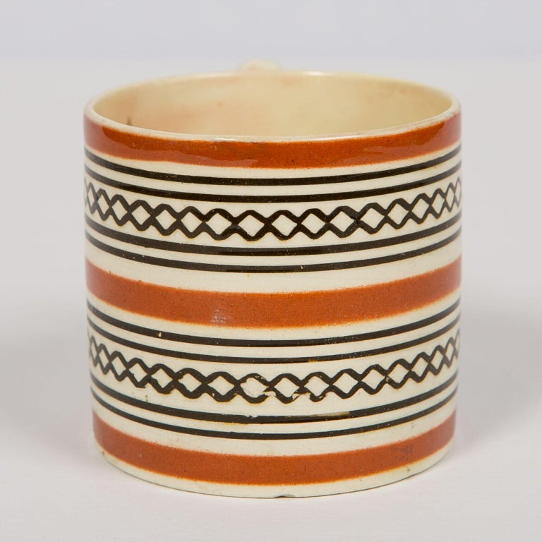 Small Brown Mochaware Mug Made in England, circa 1820 In Good Condition For Sale In New York, NY