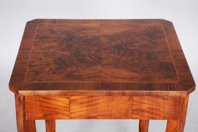 19th Century Small Brown Walnut Biedermeier Side Table, Austria, 1830s, Shellac Polished For Sale