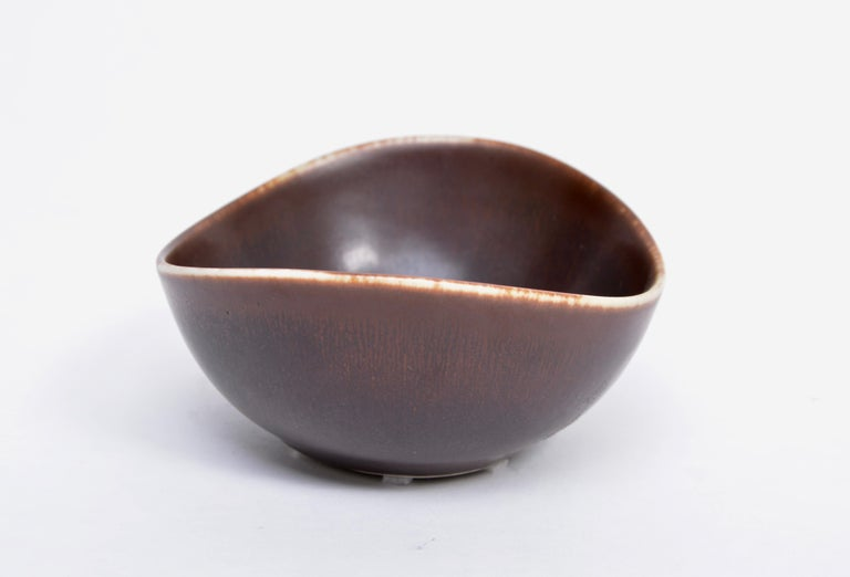 20th Century Small Brown Mid-Century Modern Ceramic bowl by Gunnar Nylund for Rörstrand For Sale