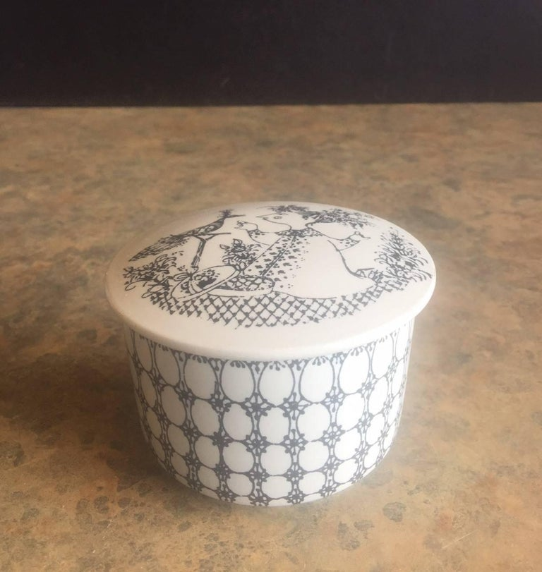 Very nice small lidded box or dresser jar by Danish designer Bjorn Wiinblad for Nymolle. The signed piece is done in the black Praline pattern.