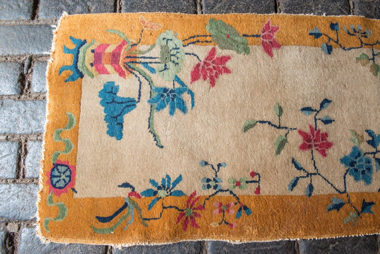 Small Chinese Art Deco Rug In Good Condition For Sale In Stamford, CT
