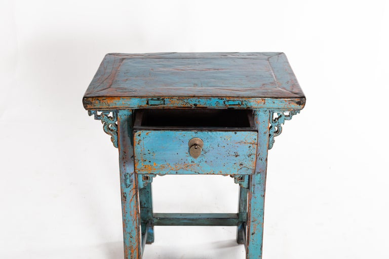 Small Chinese Console Table with Drawer In Good Condition For Sale In Chicago, IL
