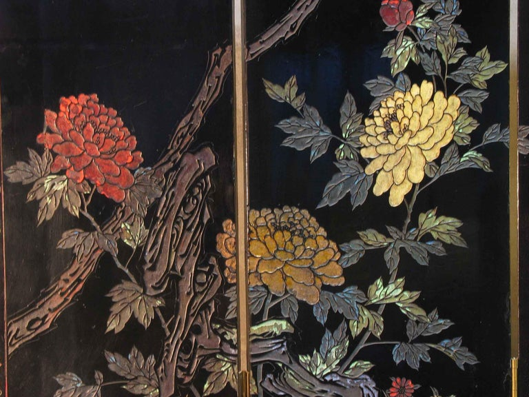 Small Chinese Coromandel and Lacquer Four-Fold Screen, Mid-20th Century For Sale 5