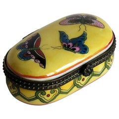 Small Chinese Export Porcelain Box Hinged Lid Hand Painted Butterflies