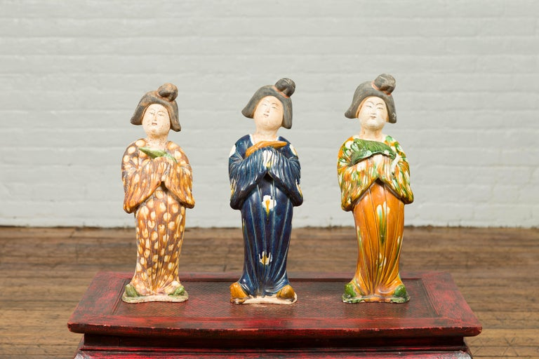 Small Chinese Statue of a Court Lady Wearing Blue Kimono and Holding a Baby For Sale 4