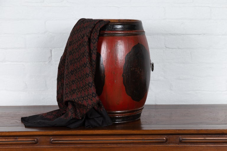 Small Chinese Vintage Wooden Barrel Planter with Red and Black Lacquered Decor For Sale 5