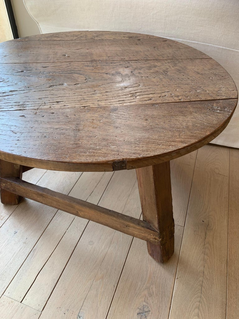 Small Circular Side Table 19th Century Cricket Table In Good Condition For Sale In Vosselaar, BE