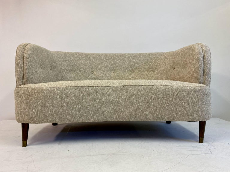 Small Curved 1940s Danish Two-Seat Sofa in Neutral Lelièvre Fabric For Sale 7