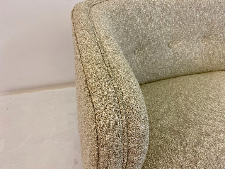 Small Curved 1940s Danish Two-Seat Sofa in Neutral Lelièvre Fabric In Good Condition For Sale In London, London