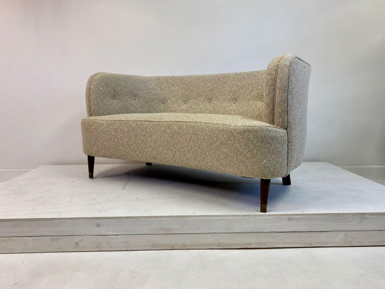 Small Curved 1940s Danish Two-Seat Sofa in Neutral Lelièvre Fabric For Sale 2