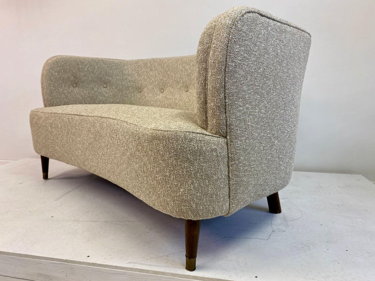 Small Curved 1940s Danish Two-Seat Sofa in Neutral Lelièvre Fabric For Sale 3