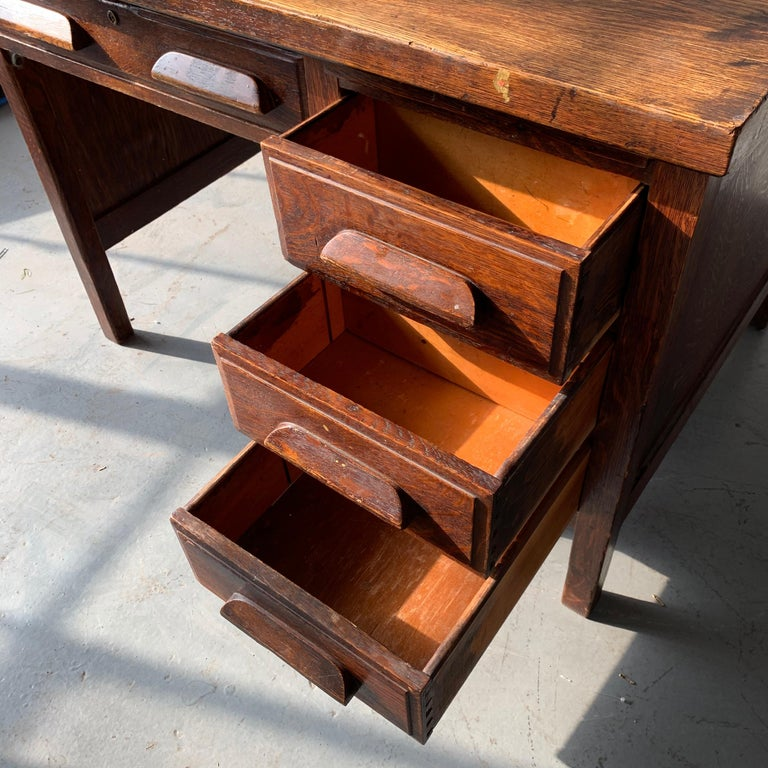 Small Early 20th Century American 3-Drawer Office Desk For Sale 6