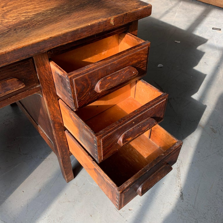 Small Early 20th Century American 3-Drawer Office Desk For Sale 7