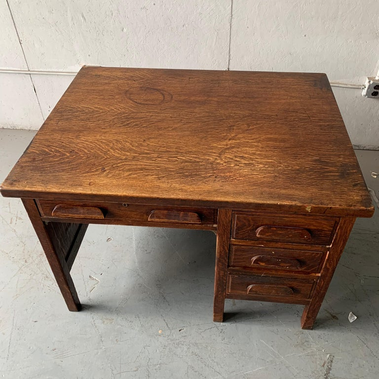 Small Early 20th Century American 3-Drawer Office Desk For Sale 8