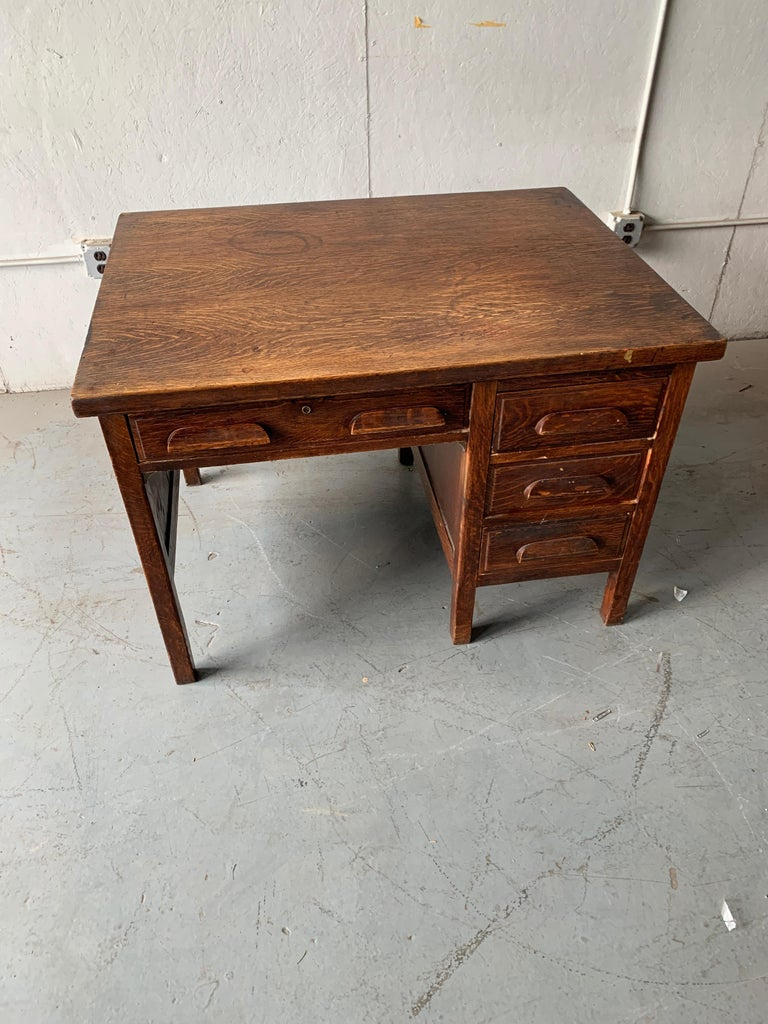 Small Early 20th Century American 3-Drawer Office Desk For Sale 9