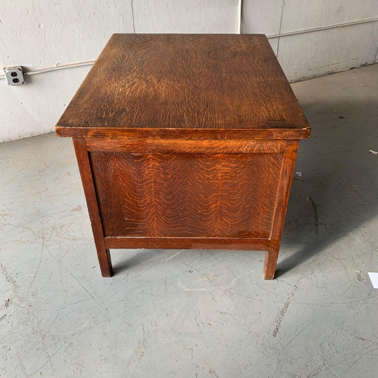 Small Early 20th Century American 3-Drawer Office Desk For Sale 10
